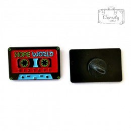 BUTTON CASSETTE RED HOPE WORLD